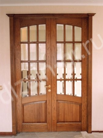 Двустворчатые двери из массива дуба