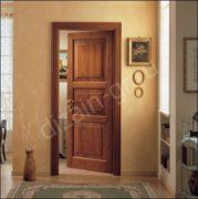 Дверь с тремя филенками