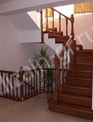Элегантная поворотная лестница