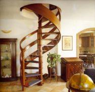 винтовая деревянная лестница