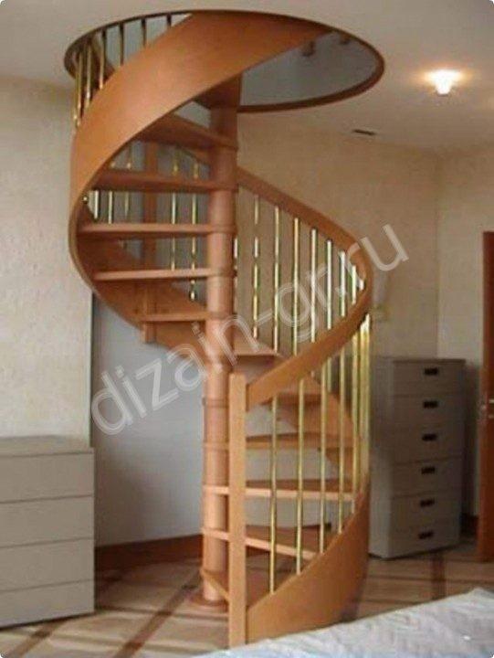 винтовая лестница с металлическими балясинами