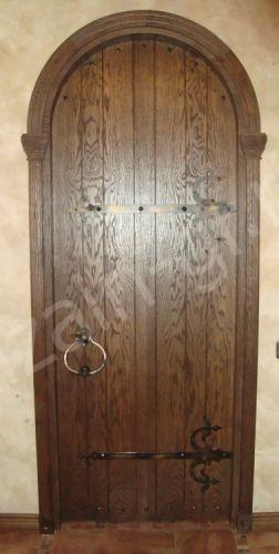 Входная арочная дверь