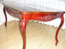 Стол из массива с резьбой