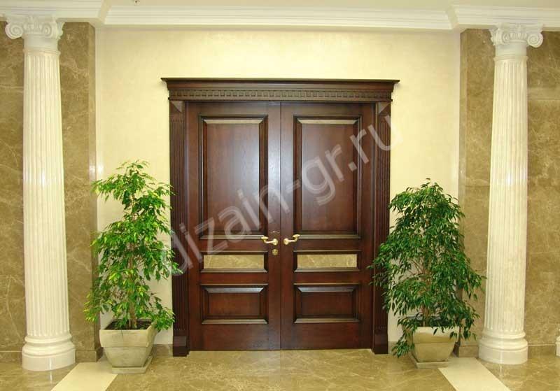 Двери в классическом из массива