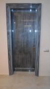 Глянцевая гладкая дверь