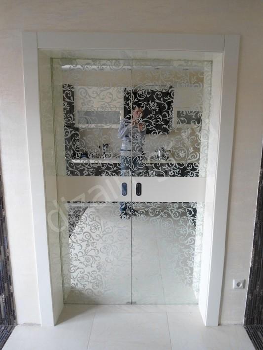 Раздвижные двери с зеркалом