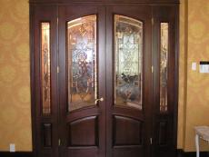 Двери с витражом