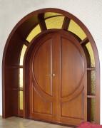 Арочная дверь с порталом
